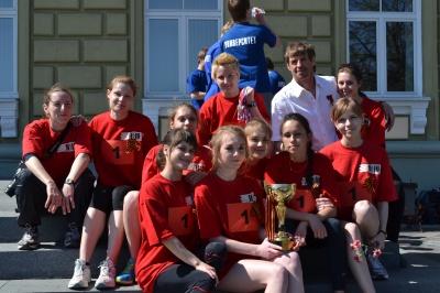 Победители легкоатлетической эстафеты, посвященной празднику Победы - команды НовГУ